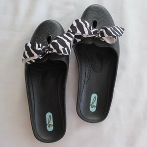 Oka b loafers NWOT with zebra bow Size - M